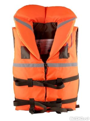 спасательные жилеты на резиновой лодке